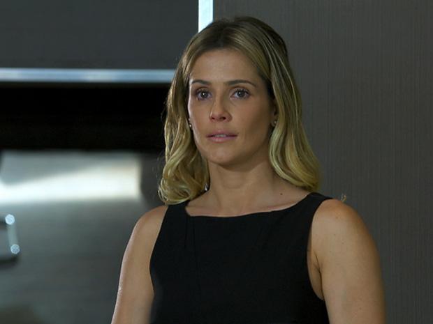 Natalie arrumou emprego fixo, mas será que ela vai se contentar? (Foto: Insensato Coração/ TV Globo)