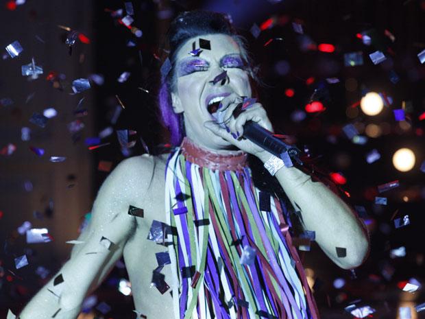 André Gonçalves roubou a cena ao se transformar em uma drag queen (Foto: Morde & Assopra/TV Globo)