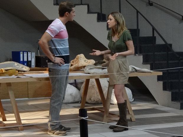 Tânia diz que não tem a obrigação de gostar de Dulce e Amadeu (Foto: Morde & Assopra/TV Globo)
