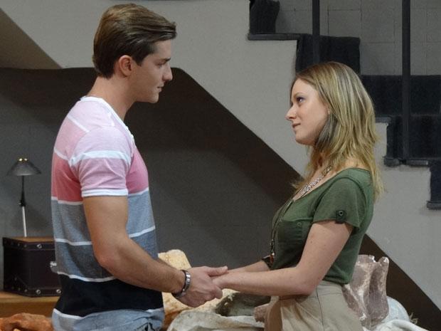 Tânia acaba aceitando o pedido de Guilherme (Foto: Morde & Assopra/TV Globo)