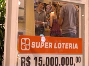 Griselda aposta na loteria_2 (Foto: Fina Estampa/TV Globo)