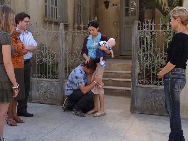 Guilherme decide ficar em Preciosa e implora para Dulce não desistir dele (Foto: Morde&Assopra/TVGlobo)