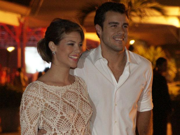 Paola Oliveira com o namorado Joaquim Lopes (Foto: Insensato Coração / TV Globo)