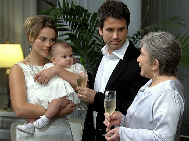 Pedro e Marina com a filha (Foto: Insensato Coração/ TV Globo)