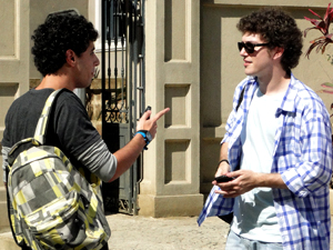 Ziggy e Gabriel se conhecem pessoalmente (Foto: Malhação / TV Globo)