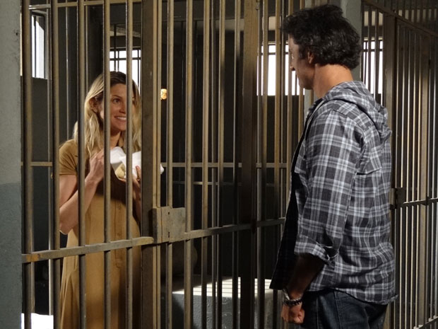 Naomi fica feliz ao perceber que Abner se importa com ela (Foto: Morde & Assopra/TV Globo)