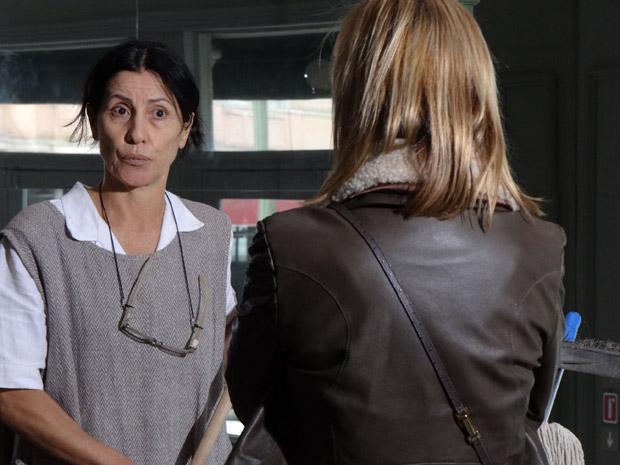 Dulce confessa para Júlia que está desconfiando de Guilherme e pede sua ajuda (Foto: Morde&Assopra/TVGlobo)
