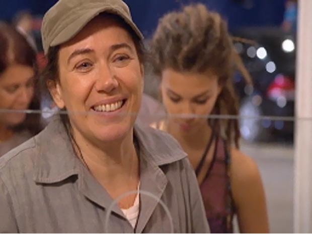 Griselda quer mudar de vida e aposta com frequência na loteria (Foto: Fina Estampa/ TV Globo)