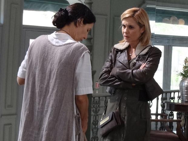 Júlia promete que vai conversar com Tânia (Foto: Morde&Assopra/TVGlobo)