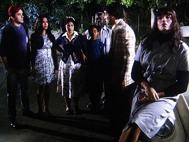Maria João descobre que Xavier estava com Elaine e termina com o sargento (Foto: Morde&Assopra/TVGlobo)