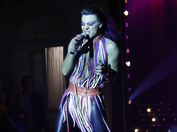 Áureo inicia o show de drag queen (Foto: Morde & Assopra/TV Globo)