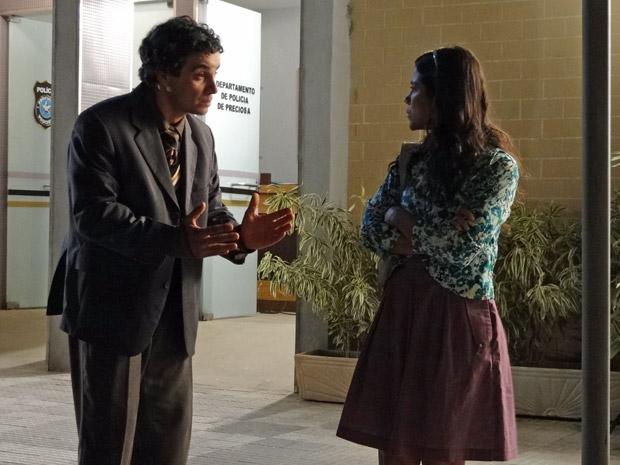 Xavier pede para Maria João voltar com ele (Foto: Morde&Assopra/TVGlobo)