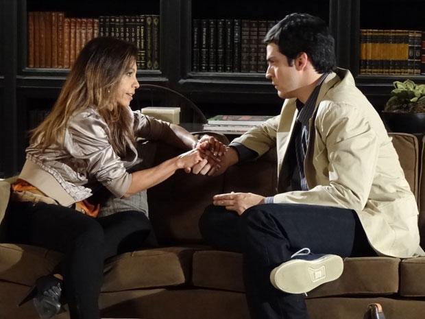 Amanda diz a Ícaro que o acha um homem maravilhoso (Foto: Morde & Assopra/TV Globo)