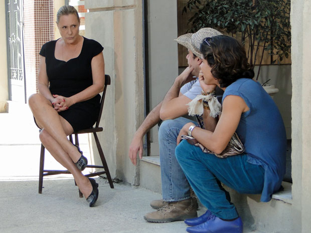 Minerva precisa do apoio de Josué para dar o troco em Isaías (Foto: Morde & Assopra/TV Globo)
