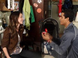 Maicon pede Babi em casamento  (Foto: Malhação / TV Globo)