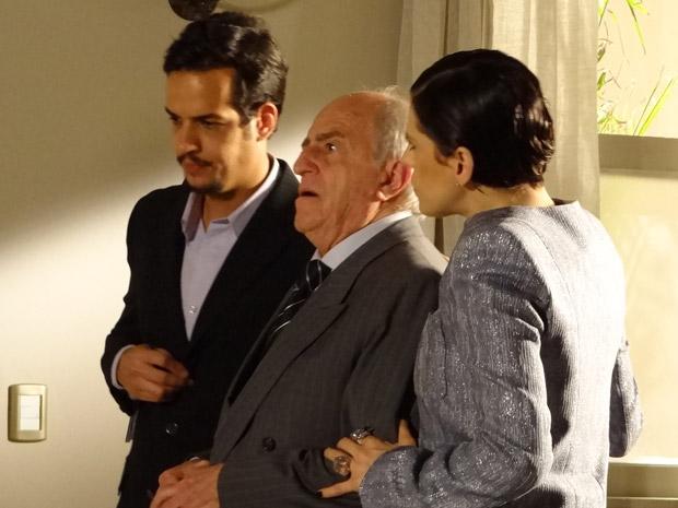 Isaías fica desesperado ao saber que vai ser processado (Foto: Morde&Assopra/TVGlobo)