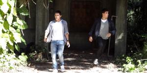Pedro e Guilherme conseguem fugir de cativeiro e vão atrás de Rique (Malhação / TV Globo)