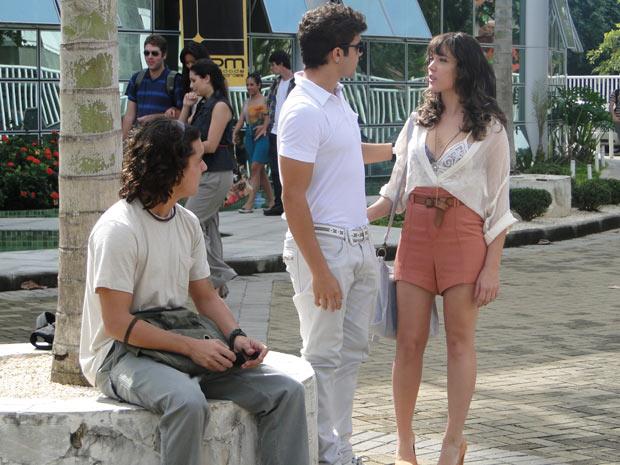 Daniel ajuda Antenor e mente sobre Mirna (Foto: Fina Estampa/TV Globo)