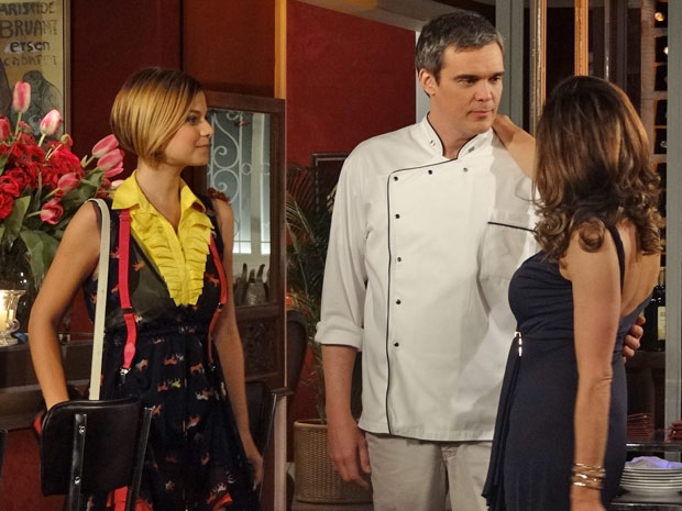 Vanessa consegue ser aprovada por Tereza Cristina (Foto: Fina Estampa/TV Globo)
