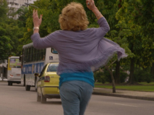 Taxista sai correndo atrás do automóvel (Foto: Fina Estampa/TV Globo)