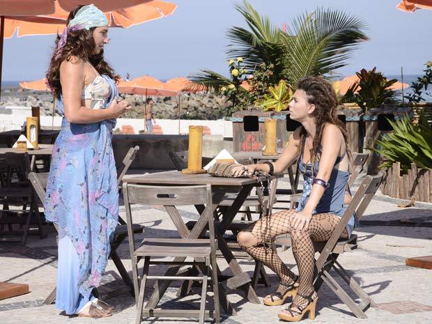 Zambeze resolve falar com Luana (Foto: Fina Estampa/TV Globo)