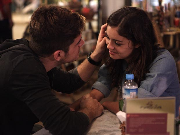 Rafael diz a Amália que a ama (Foto: Fina Estampa/TV Globo)