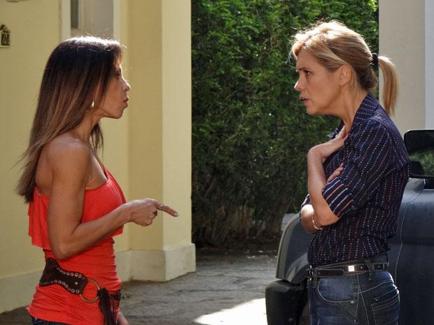 Amanda acusa Júlia de ser a culpada pelo desequilíbrio de Naomi (Foto: Morde & Assopra/TV Globo)