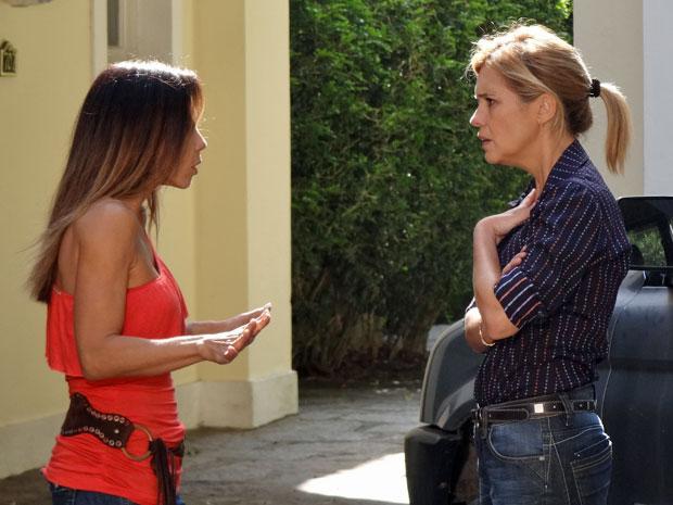 Júlia fica abalada com as acusações de Amanda (Foto: Morde & Assopra/TV Globo)