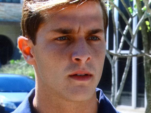 Guilherme não gosta de ser esnobado pela ex-namorada (Foto: Morde & Assopra/TV Globo)