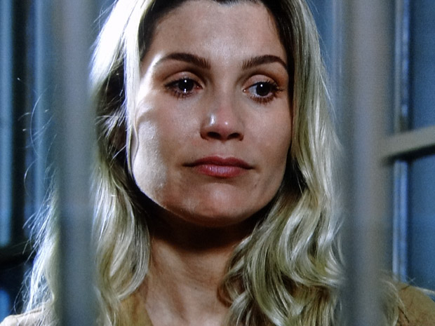 Naomi lamenta com Abner os erros do seu passado (Foto: Morde&Assopra/TVGlobo)