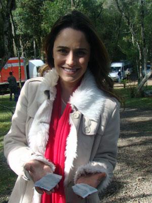 Fernanda Vasconeellos mostra o seu segredo para amenizar o frio (Foto: A Vida da Gente / TV Globo)