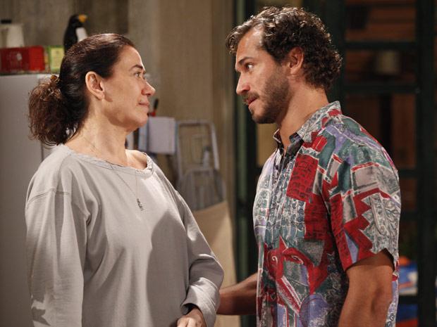 Guaracy fica com ciúmes de Griselda  (Foto: Fina Estampa/TV Globo)