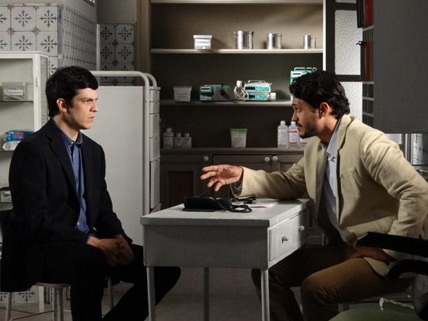 Tadeu diz para Ícaro que romance com Júlia pode prejudicar Naomi (Foto: Morde&Assopra/TVGlobo)