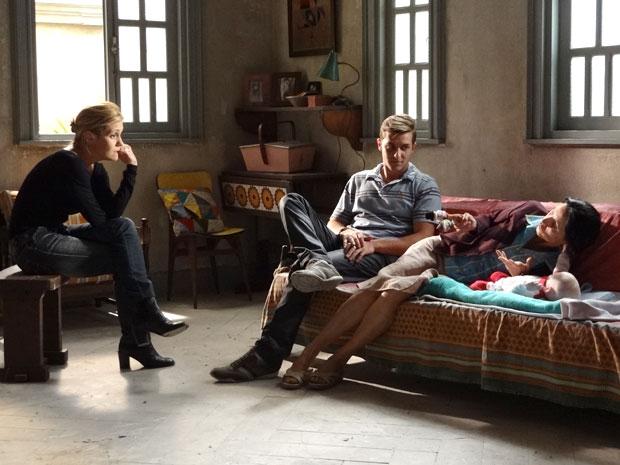 Dulce fica preocupada com o futuro da família (Foto: Morde & Assopra/TV Globo)