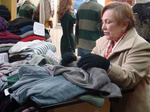 Nicette aproveitou o tempo livre em Gramado para comprar presentes para a família (Foto: A Vida da Gente / TV Globo)