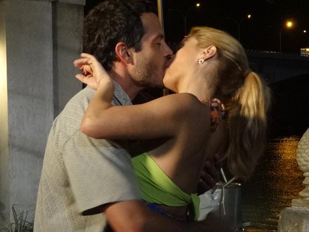 O beijo de Teodora e Quinzé (Foto: Fina Estampa/ TV Globo)