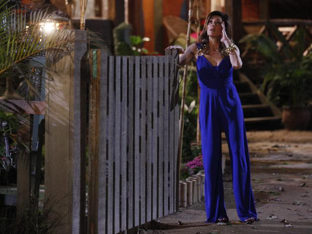Tereza Cristina entra em pânico perto da pousada (Foto: Fina Estampa/TV Globo)