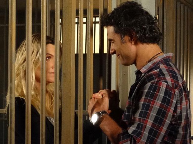 Naomi e Abner ficam emocionados no momento da despedida (Foto: Morde & Assopra/TV Globo)