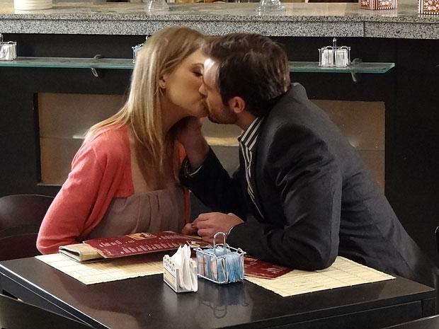 Wilson está cada vez mais envolvido com Melissa (Foto: Morde & Assopra/TV Globo)