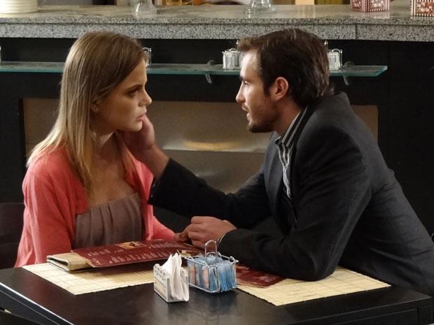 Melissa acaba cedendo ao pedido de Wilson (Foto: Morde & Assopra/TV Globo)