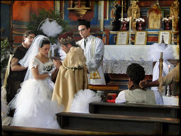 Açucena foi obrigada a se casar com Timóteo, mas a cerimônia foi realizada por um falso padre - o ator Silvério