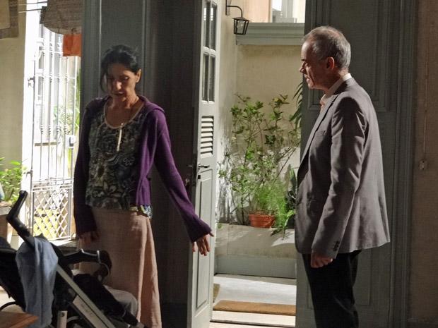 Dulce diz para Diogo sair de sua casa (Foto: Morde&Assopra/TVGlobo)