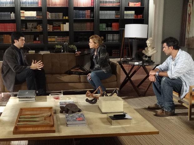 Ícaro explica a Abner que será difícil encontrar os diamantes (Foto: Morde & Assopra/TV Globo)