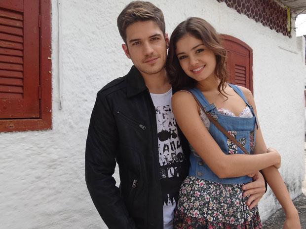 Marco Pigossi e Sophie Charlotte gravaram cenas românticas de Rafael e Amália (Foto: Fina Estampa/TV Globo)