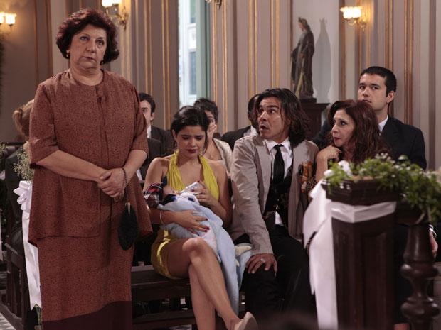 Áureo fica surpreso com a revelação de Salomé (Foto: Morde & Assopra/TV Globo)