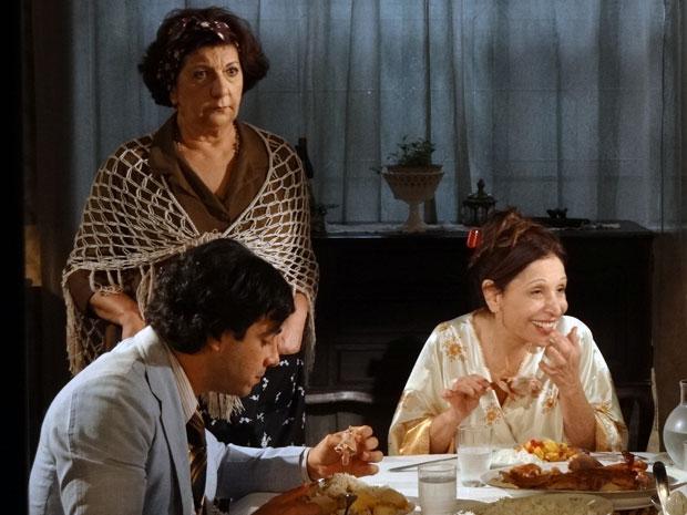 Salomé irritada com Cleonice e convidados (Foto: Morde & Assopra / TV Globo)