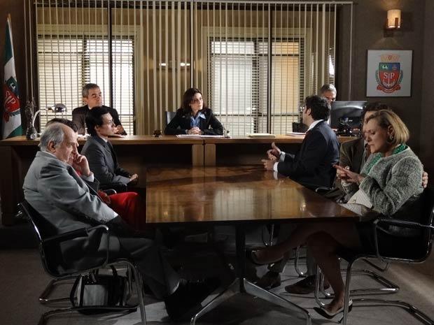 Isaías e Minerva discutem em audiência (Foto: Morde e Assopra/TV Globo)