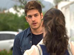Rafael diz que tem um recado de Antenor (Foto: Fina Estampa/ TV Globo)