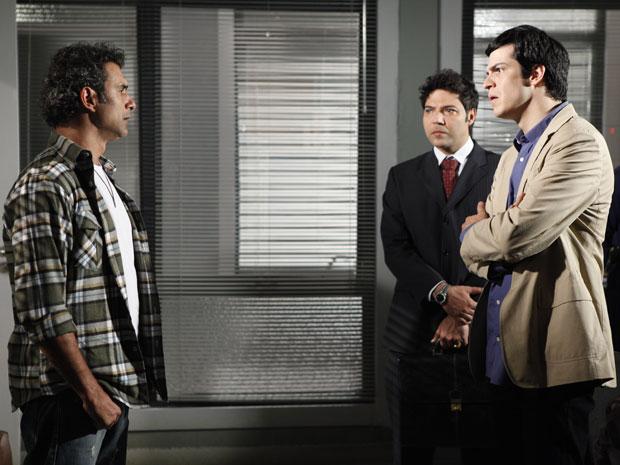 Abner e Ícaro não se entendem e trocam acusações (Foto: Morde & Assopra/TV Globo)