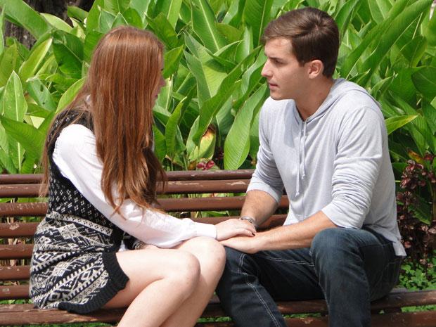 Alice aconselha Guilherme a ir atrás de seu pai (Foto: Morde & Assopra/TV Globo)
